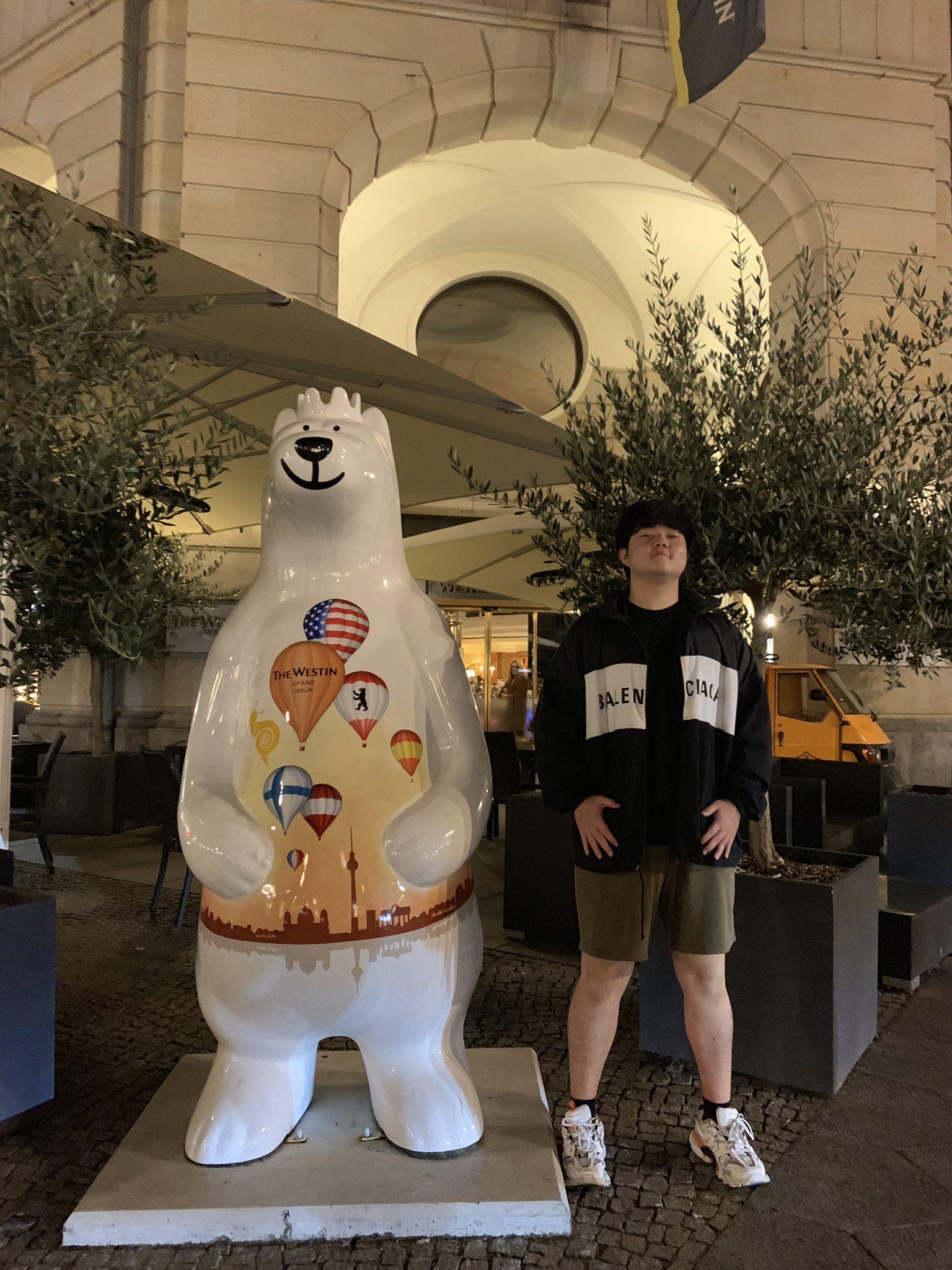 Huni更推扮大熊:这个表情不要太好笑